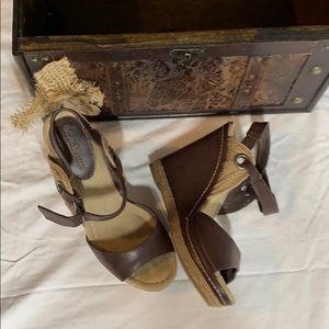Mossimo size 8 brown wedges